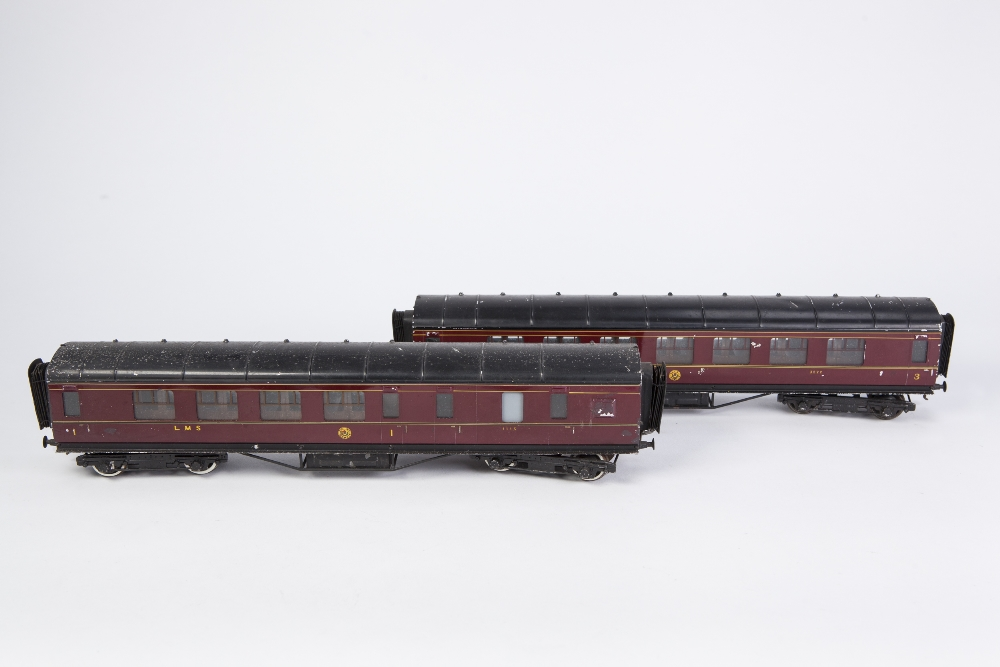 Lot 411 - TWO EXLEY 'O' GAUGE TYPE K6 CORRIDOR COACHES IN LMS MAROON LIVERY, viz 1st /3rd No. 3222 and 1st