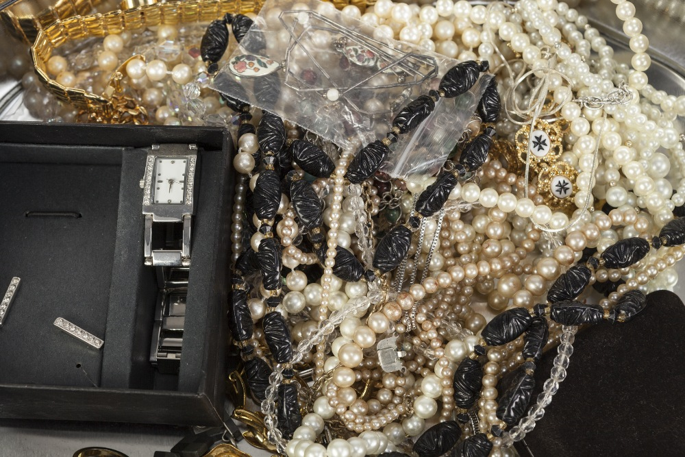 Lot 365 - QUANTITY OF COSTUME JEWELLERY including imitation pearly necklaces, lockets, rings and a lady's