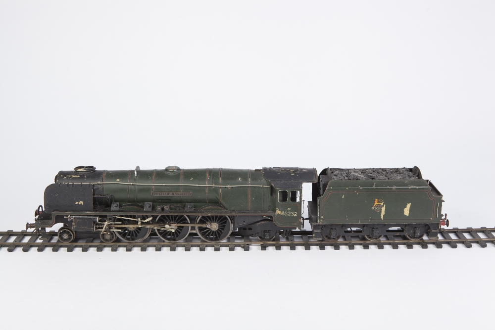Lot 407 - EARLY POST WAR 'O' GAUGE HAND BUILT ELECTRIC THREE RAIL PAINTED BRASS AND METAL MODEL OF 4-6-2
