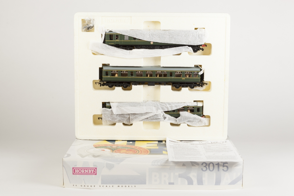 Lot 381 - HORNBY 00 GAUGE TRAIN PACK BR CLASS 110 THREE CAR DMU in dark green livery, good, box good, with