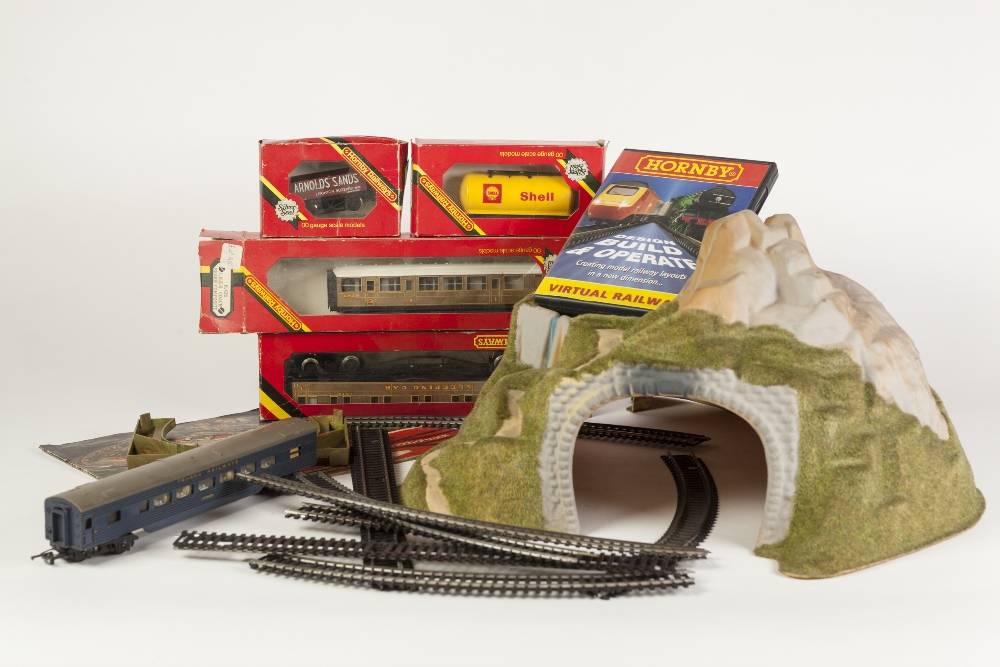 Lot 406 - SUNDRY BOXED AND UNBOXED ITEMS OF HORNBY AND HORNBY RAILWAYS 00 GAUGE MODEL RAIL to include boxed