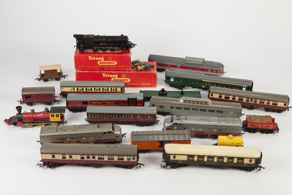 Lot 404 - TWO HORNBY DUBLO LITOGRAPH TIN PLATE PASSENGER COACHES maroon and maroon and cream with bright metal