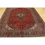 Tapijt, Kashan, 376 x 280 cm. A carpet, Kashan, 376 x 280 cm.
