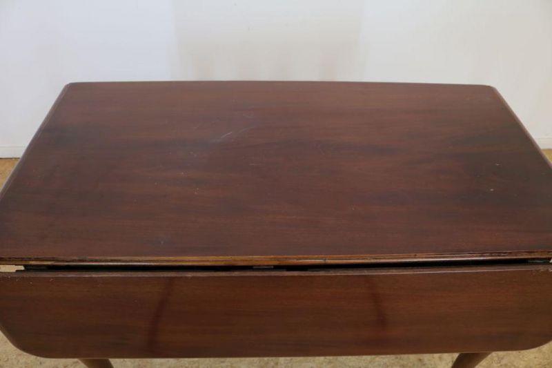 Mahonie gateleg tafel, Engeland 19e eeuw, h. 76, br. 105, d. 105 cm. - Bild 2 aus 4