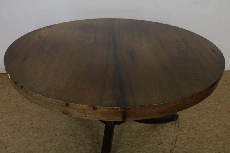 Los 30 - Mahonie tafel op kolompoot uitlopend in 3-sprant, 19e eeuw, h. 76, diam. 133 cm.