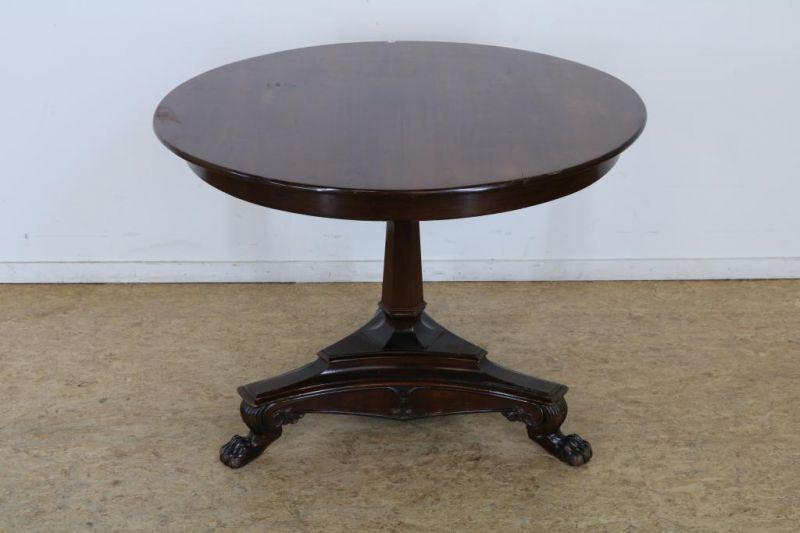 Los 52 - Mahonie ronde salontafel op klauwpoten, 19e eeuw, h. 68, diam. 94 cm. Mahogany round coffee table,