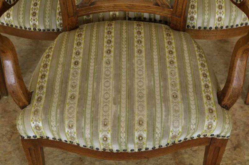 Los 27 - Lot van 5 iepen korenaarstoelen waarvan 1 met armleuningen, 18e eeuw. Lot of 5 elmwood chairs