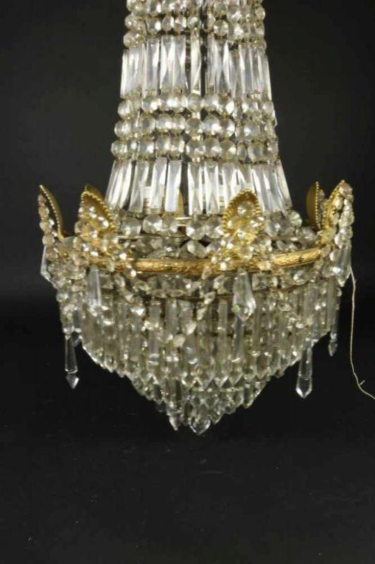 Los 31 - Deels bronzen 10-lichts zakkroon met kristallen kralen en pegels.