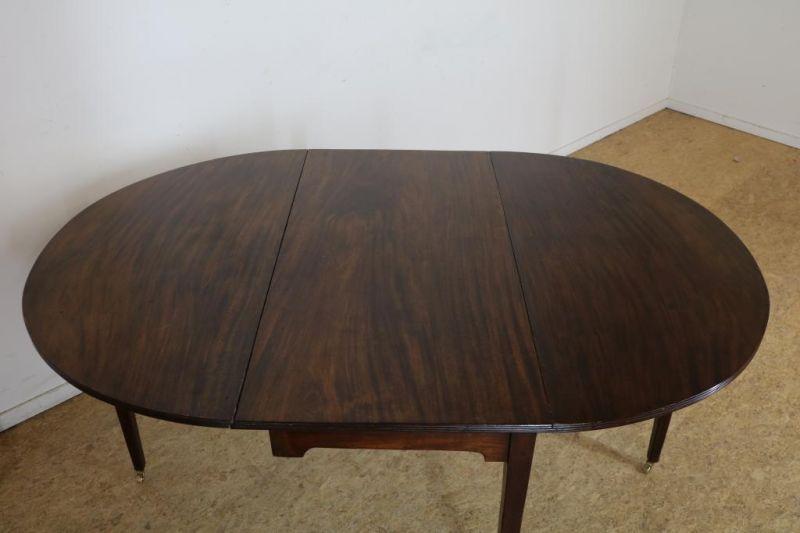 Los 38 - Mahonie Edwardiaanse hangoortafel, zgn. gateleg table op taps toelopende poten uitlopend in