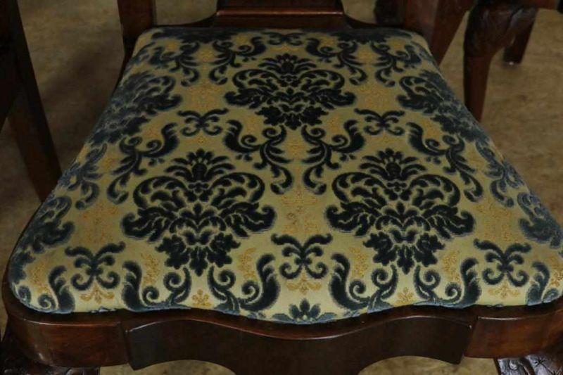 Serie van 4 noten Chippendale-stijl stoelen en uitschuiftafel, h. 76, br. 160, d. 95 cm. Mahogany - Bild 2 aus 5