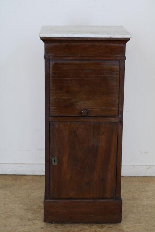 Los 2 - Mahonie Empire nachtkastje met marmeren blad, 19e eeuw, h. 79, br. 35, d. 35 cm. Mahogany Empire