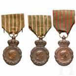 Three St. Helena medals, 19th centuryBronze, fein reliefiert. Profil Napoleons I. und Jahreszahl