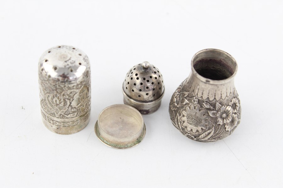 Lot 45 - 3 x Vintage 800 and 925 silver salt and pepper pots (73g)