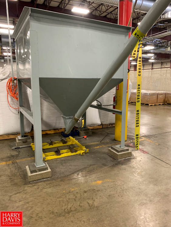 Lot 46 - Feed Hopper with 30' Auger Conveyor Rigging Fee: 1100