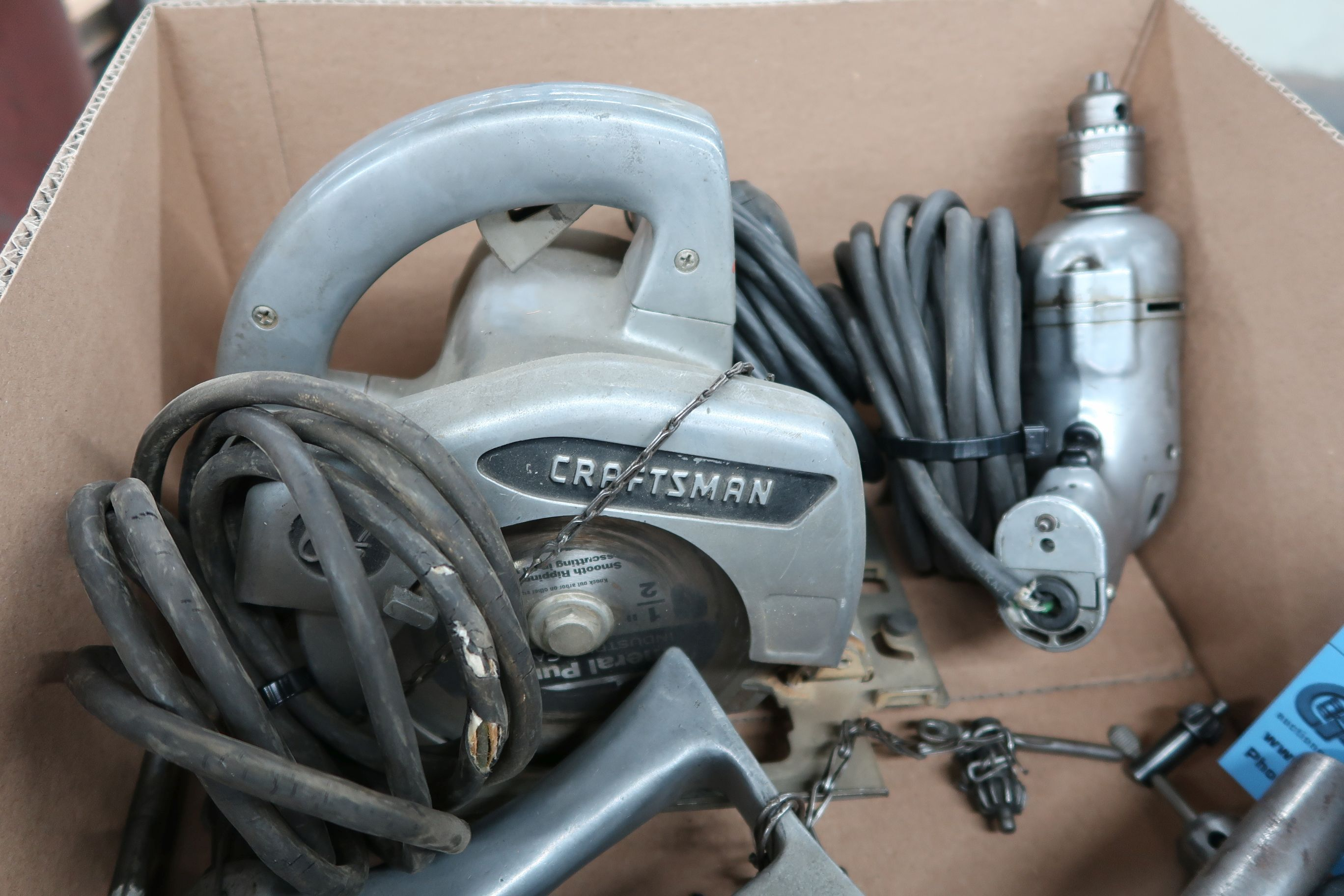 (LOT) ELECTRIC TOOLS INCLUDING (4) DRILLS & (1) CIRCULAR SAW - Image 2 of 3