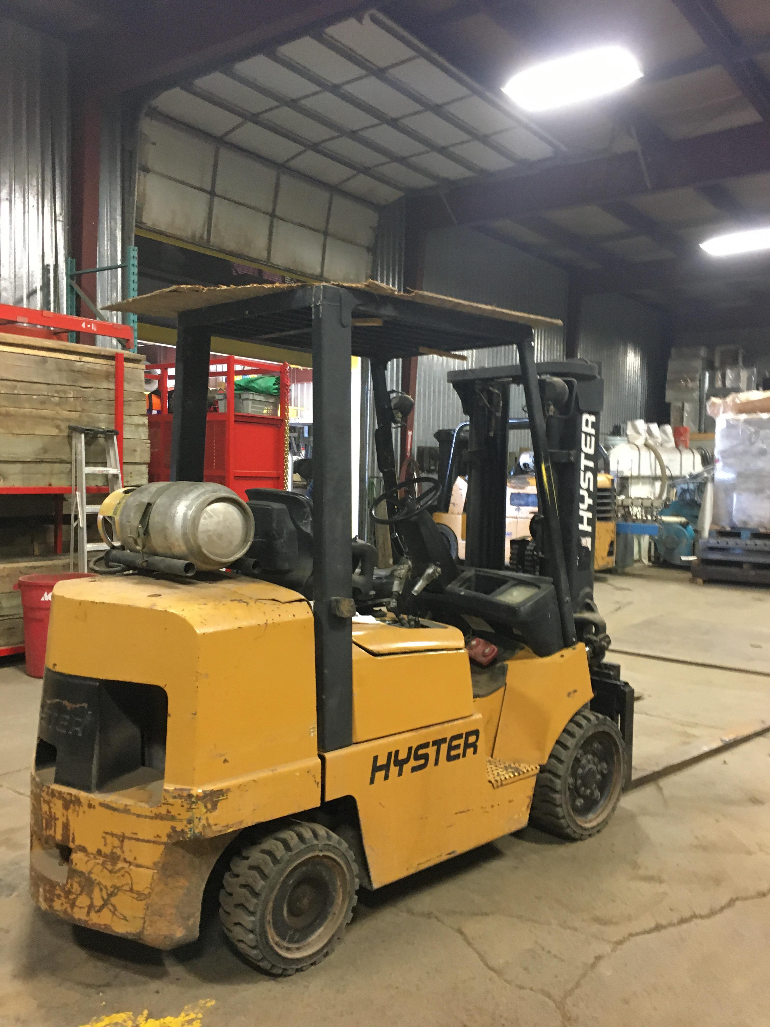 HYSTER PROPANE FORKLIFT, 8000 LBS CAP. (SIDESHIFT NOT FUNCTIONAL, NEEDS A REEL AND 2 HOSES) - Image 2 of 4