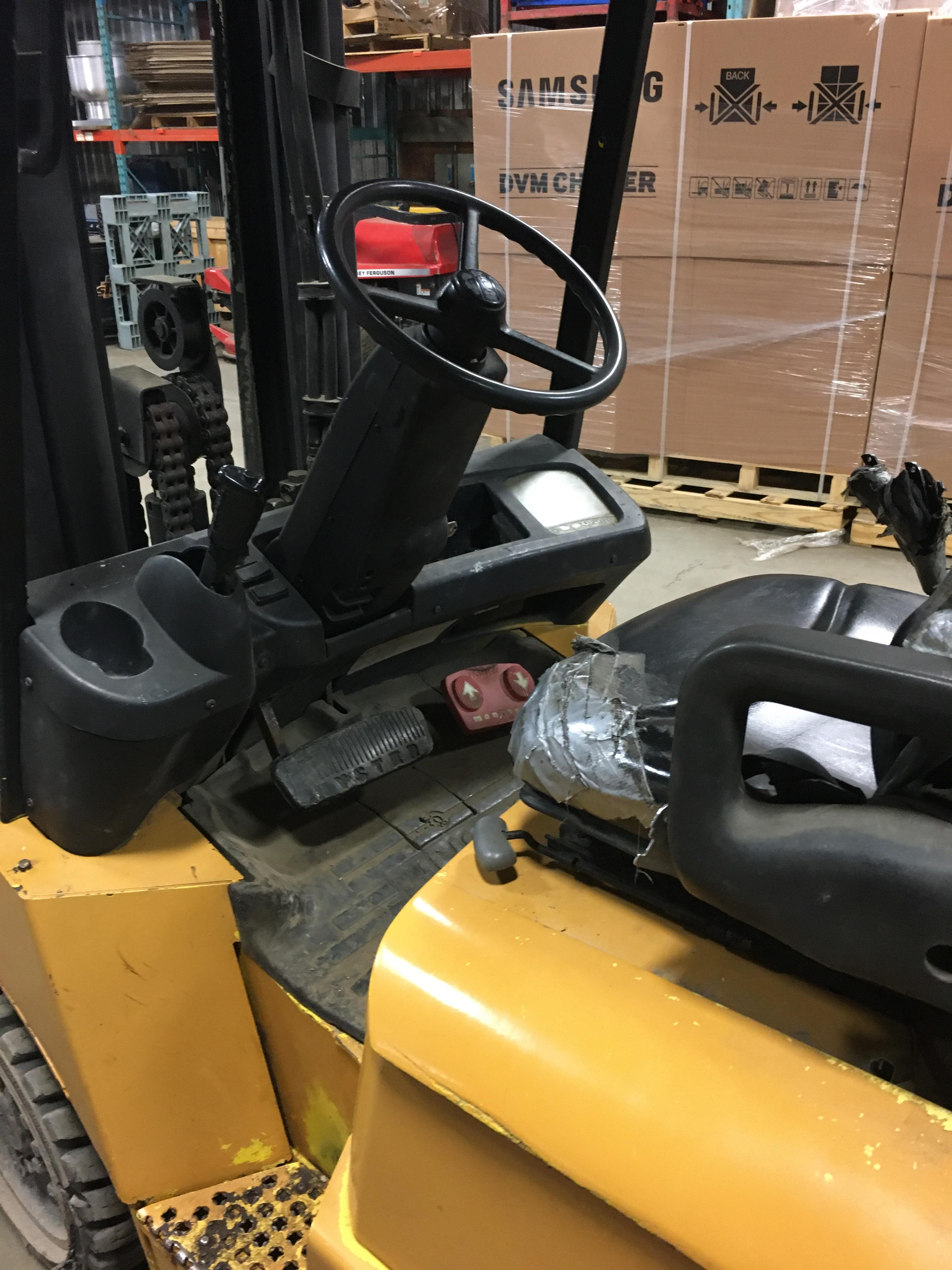 HYSTER PROPANE FORKLIFT, 8000 LBS CAP. (SIDESHIFT NOT FUNCTIONAL, NEEDS A REEL AND 2 HOSES) - Image 3 of 4