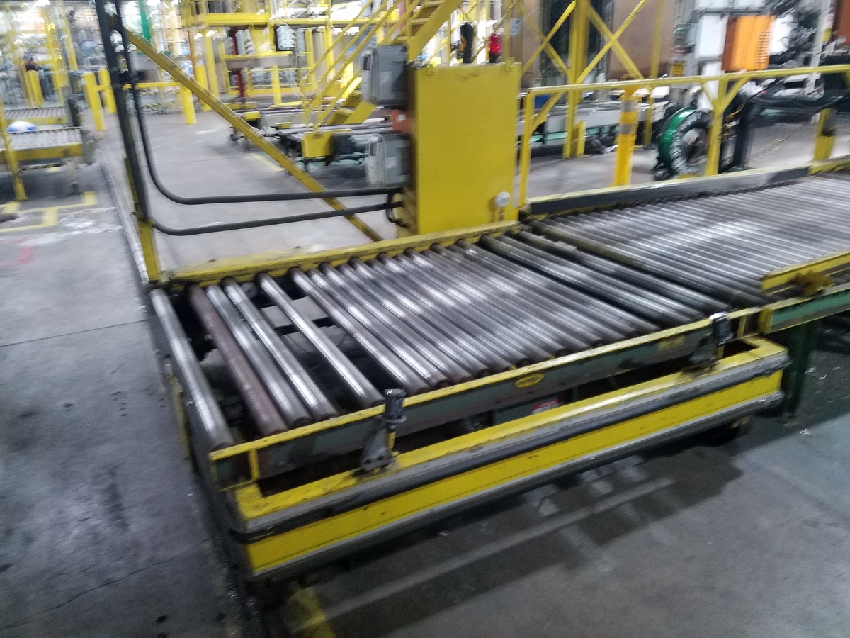 Dual Car Conveyor Transfer System   Rig Fee: Contact Rigger - Image 2 of 3
