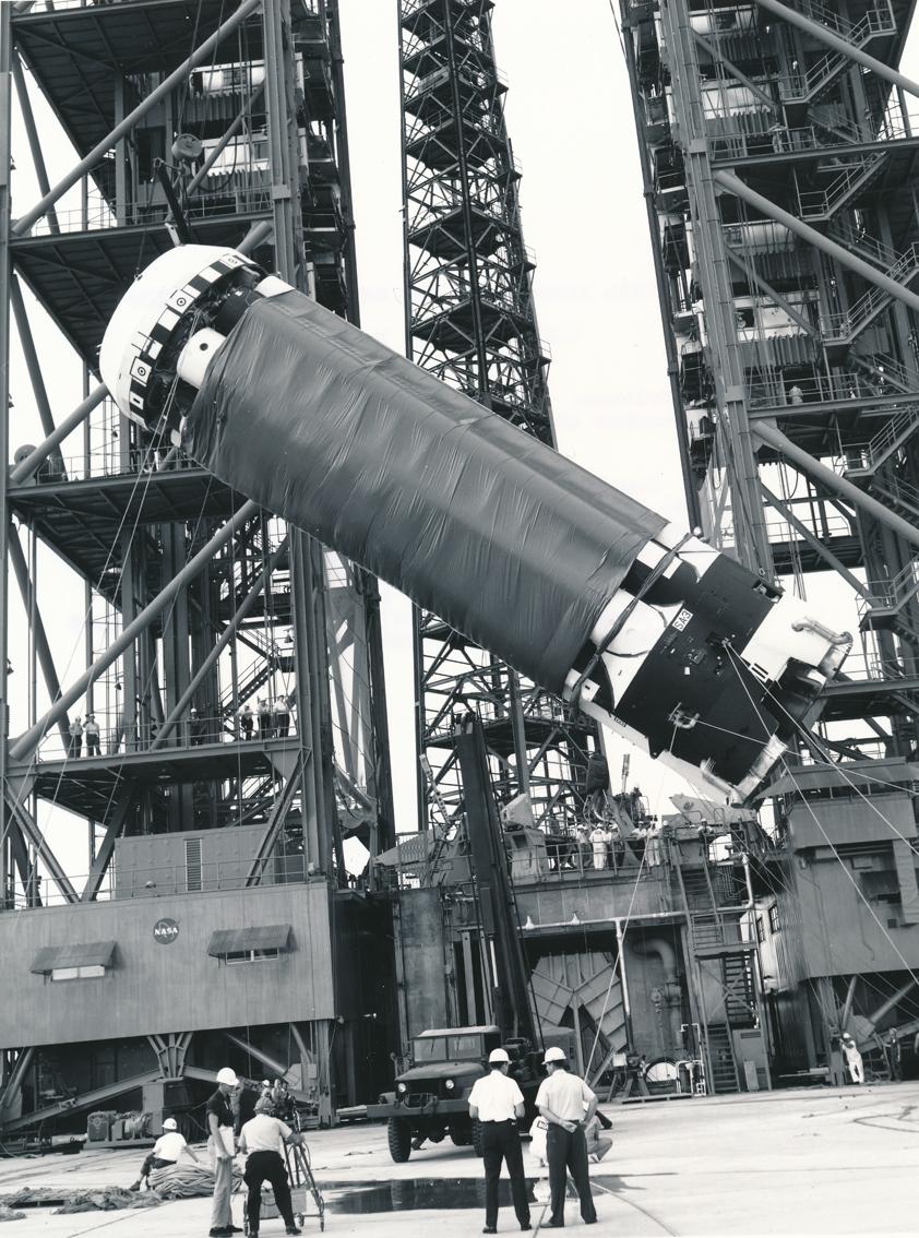 """Lot 18 - NASA : Le complexe 34 à Cap Canaveral le 12 novembre 1962. Le premier étage """"S-1"""" [...]"""