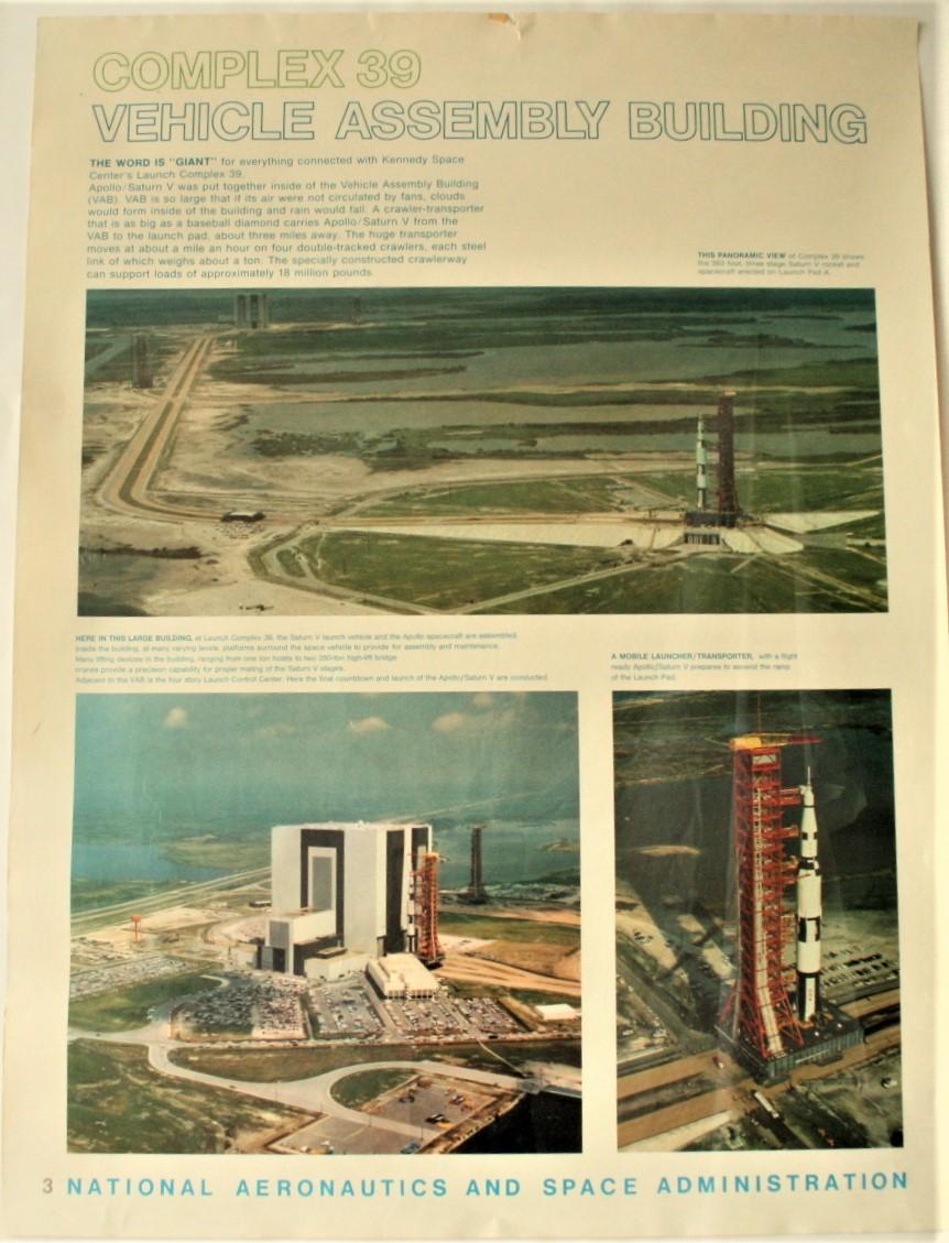"""Lot 7 - Affiche # 3 de la NASA de l'époque d'APOLLO XI """"COMPLEX 39. VEHICLE ASSEMBLY [...]"""