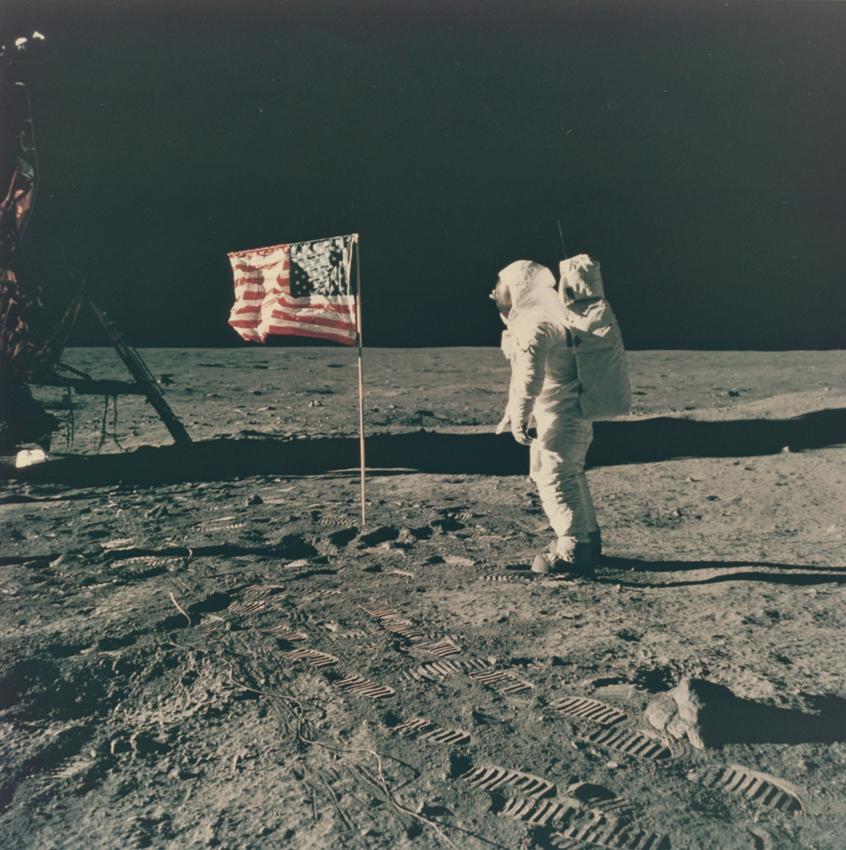 Lot 53 - Nasa. 20 juillet 1969. Mission historique Apollo 11 : premiers pas de l'Homme sur la [...]