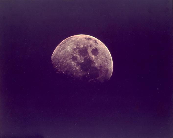 Lot 41 - Nasa. Apollo 11. Vue de la Lune depuis le vaisseau spatial Apollo 11, dans quelques [...]