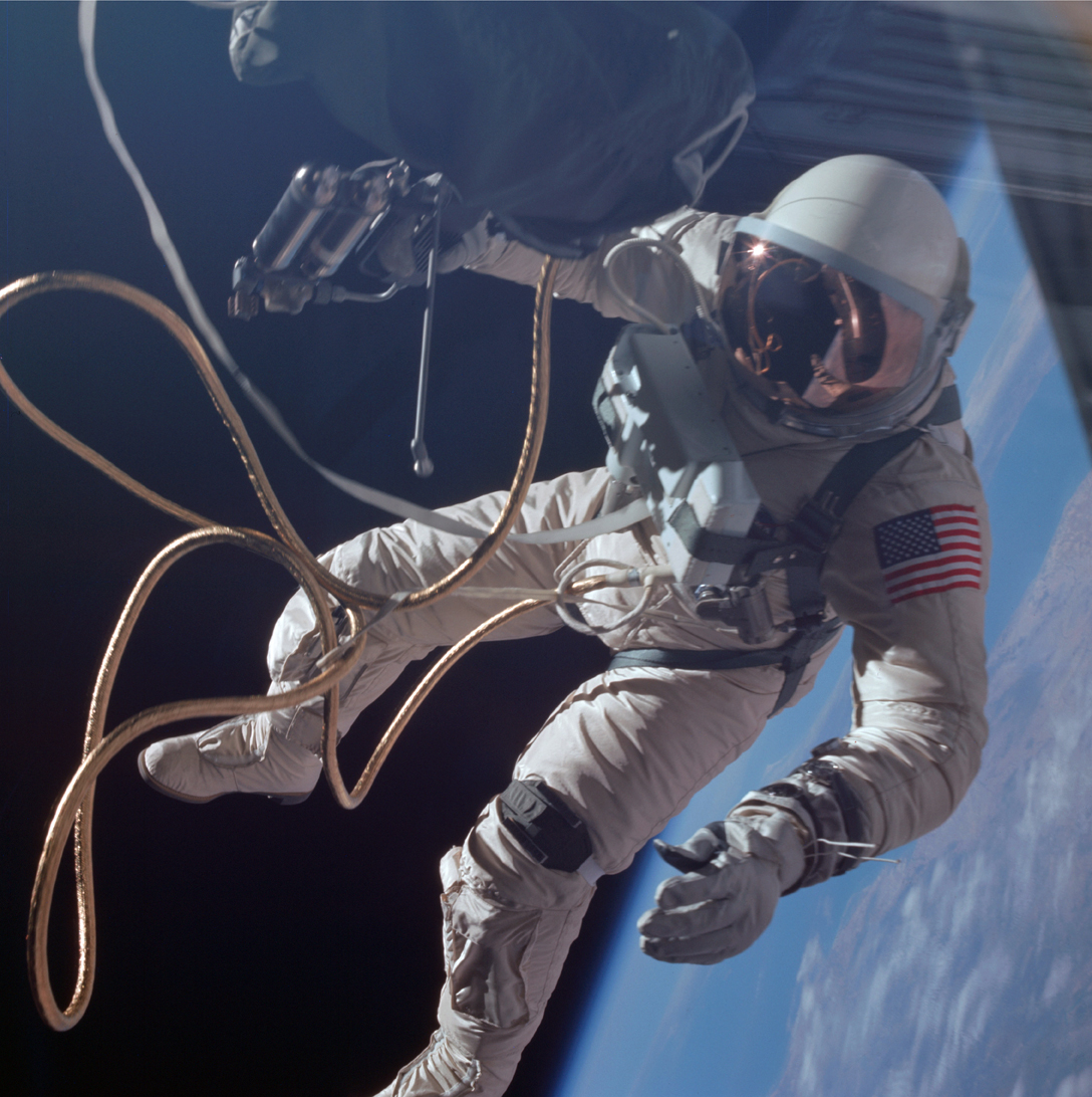 Lot 24 - NASA. GRAND FORMAT. Mission Gémini IV le 3 juin 1965. Photographie historique de [...]