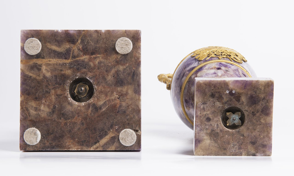 A PAIR OF NEOCLASSICAL VASES Early 19th century; France 61 cm Amethyst, gilt bronze. A pair of Louis - Image 4 of 4
