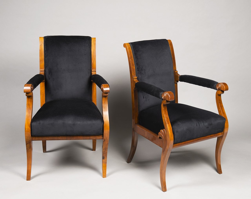 A SUITE OF BIEDERMEIER PERIOD FURNITURE 1830; Bohemia, Prague Walnut, new upholstery. Sofa: 102 x - Image 4 of 6