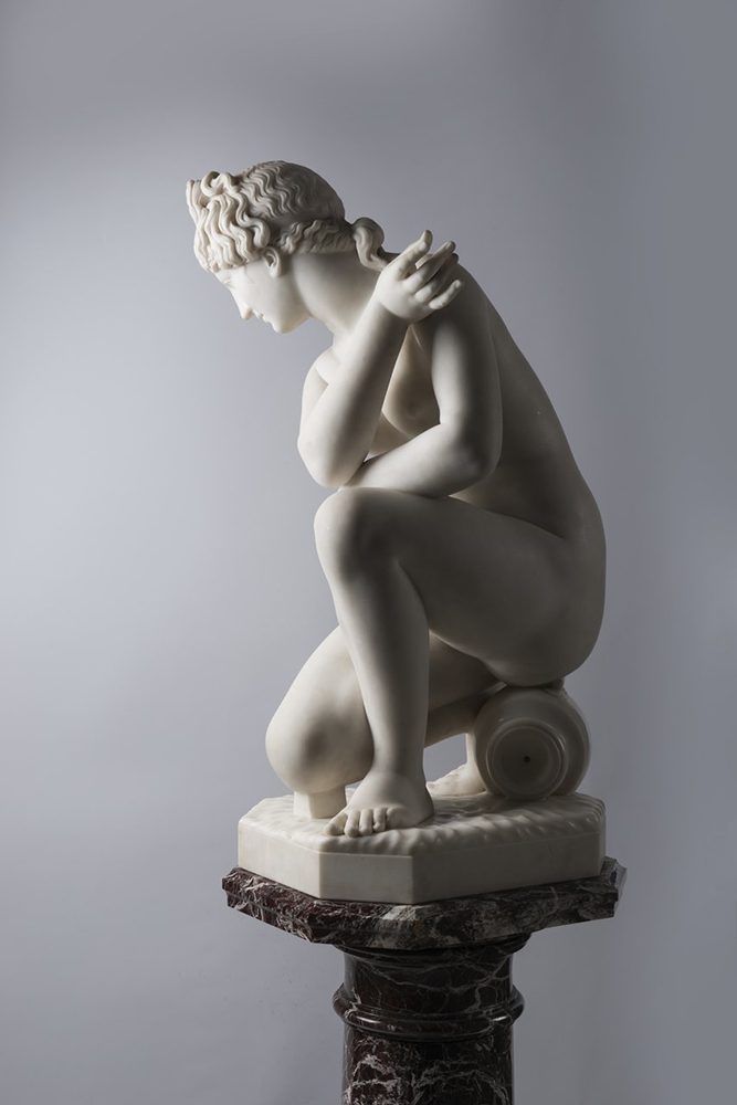 F. PAPUCCI: CROUCHING VENUS Second half of 19th century; Italy 89 cm Carrara marble. Signed on - Image 3 of 5