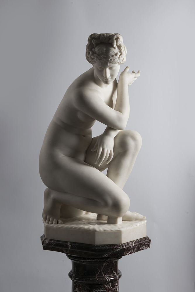 F. PAPUCCI: CROUCHING VENUS Second half of 19th century; Italy 89 cm Carrara marble. Signed on - Image 4 of 5