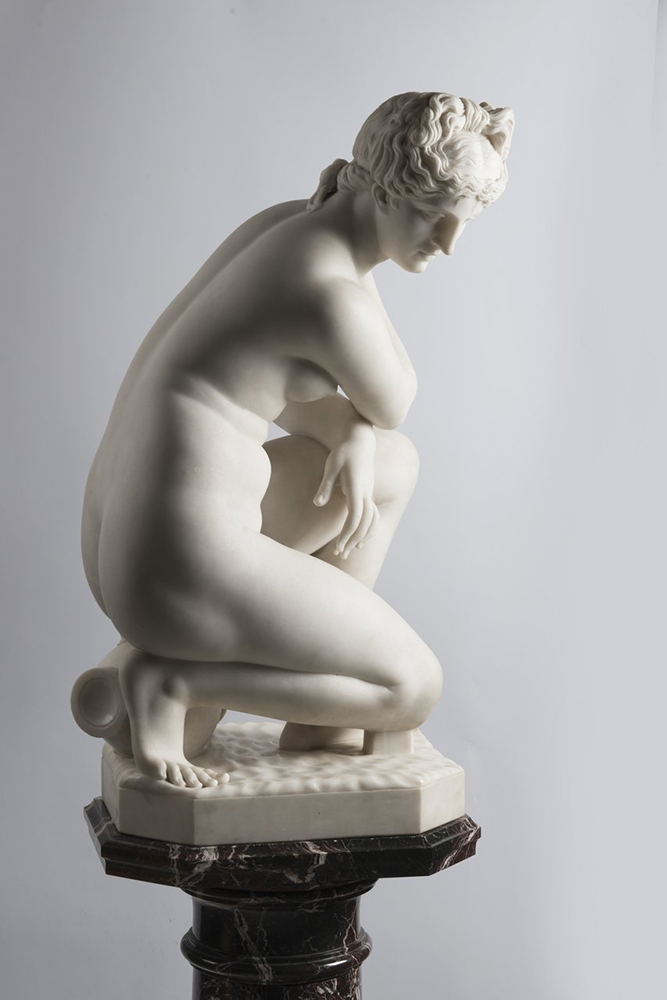 F. PAPUCCI: CROUCHING VENUS Second half of 19th century; Italy 89 cm Carrara marble. Signed on - Image 5 of 5