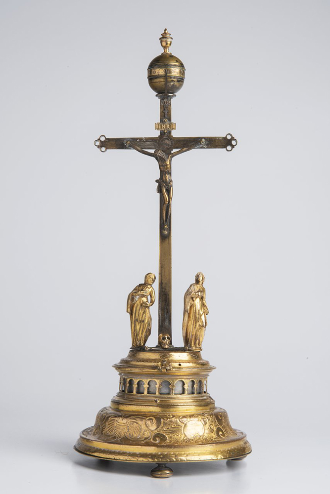 A CRUCIFIXION CLOCK 17th-18th century; Germany 39 cm Gold- and silver-plated brass. Rising from