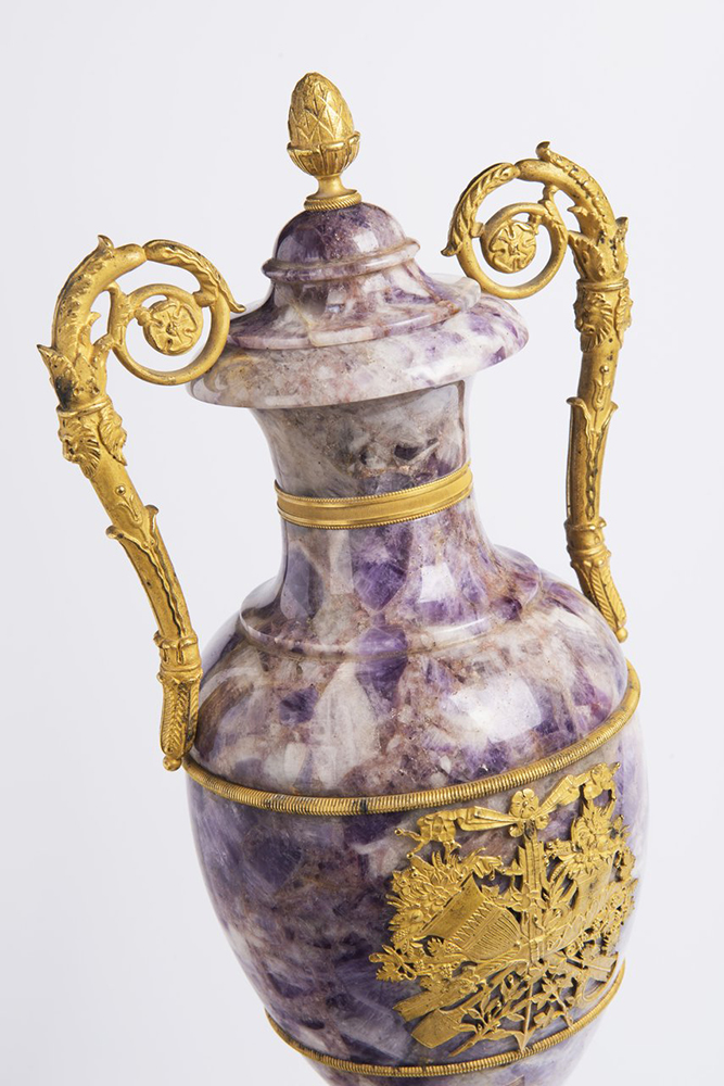A PAIR OF NEOCLASSICAL VASES Early 19th century; France 61 cm Amethyst, gilt bronze. A pair of Louis - Image 3 of 4