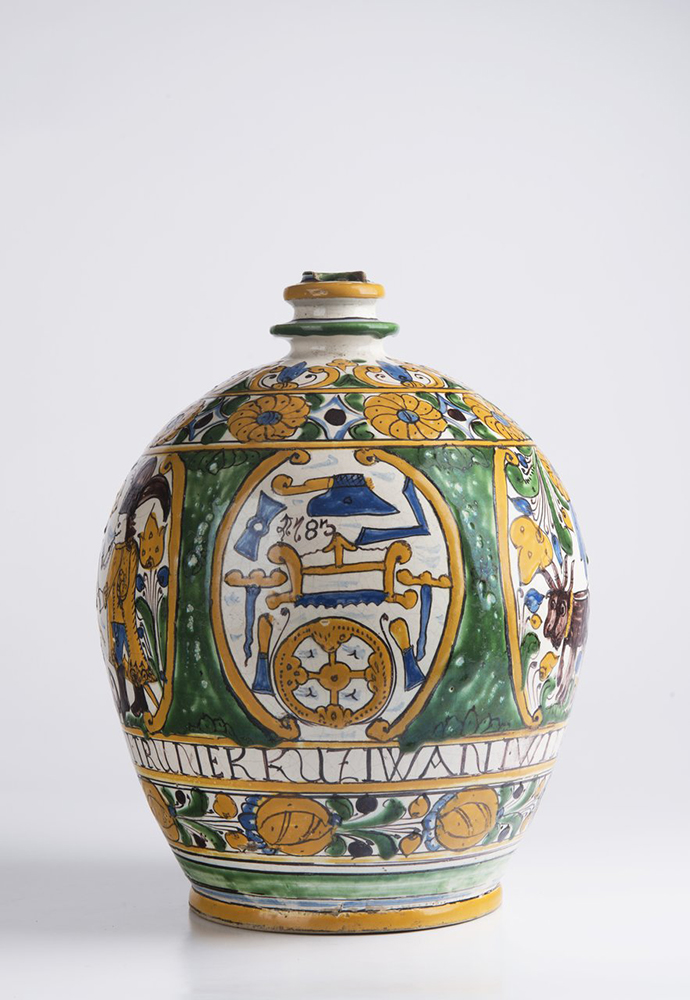 A POST-HABAN JUG OF THE GUILD OF WHEELWRIGHTS 32 cm A jug with a single handle at the top and narrow - Image 2 of 6