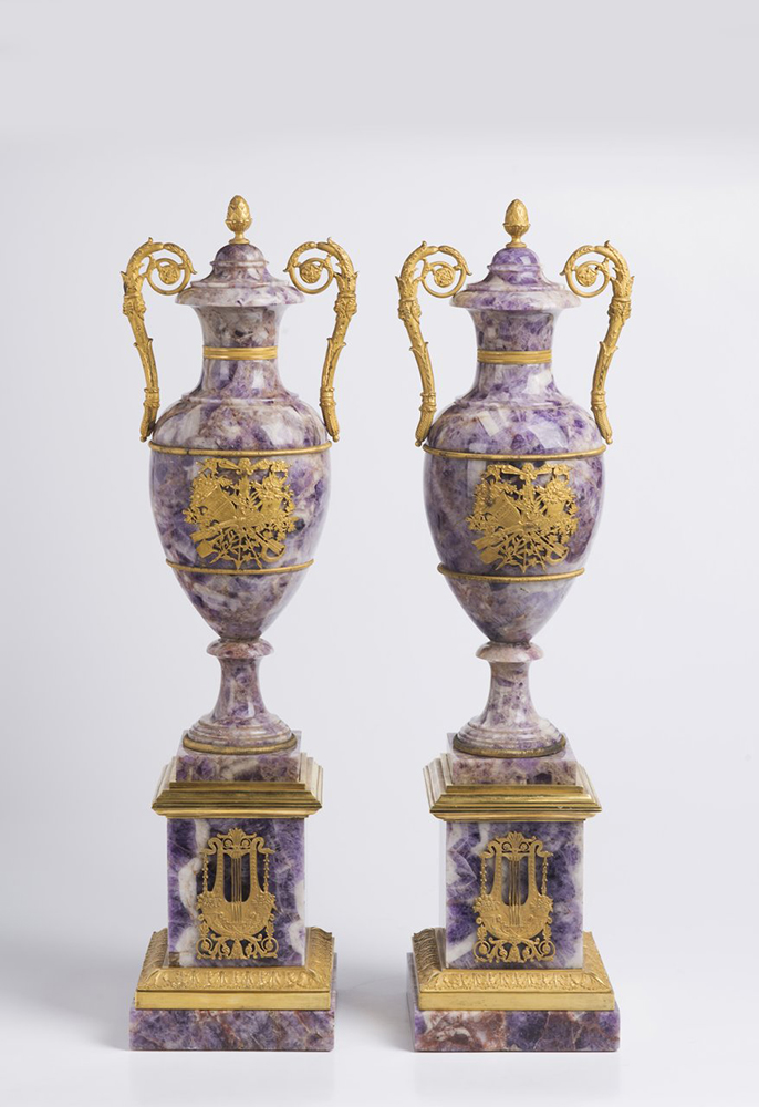 A PAIR OF NEOCLASSICAL VASES Early 19th century; France 61 cm Amethyst, gilt bronze. A pair of Louis - Image 2 of 4