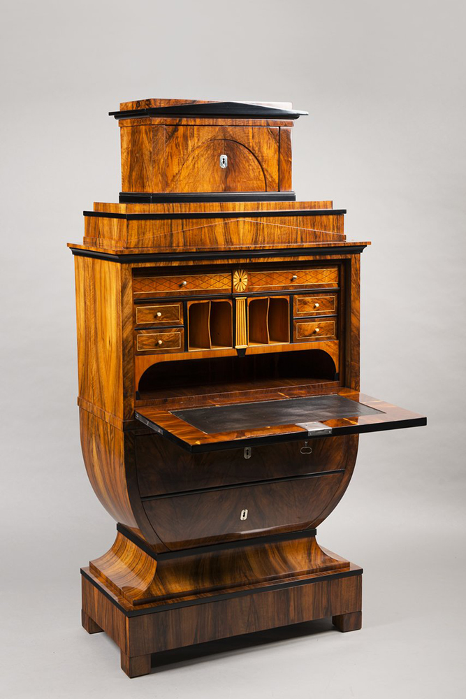 A BIEDERMEIER SECRETARY DESK Around 1825; Austria-Hungary, Vienna 167x79,5x44 cm Walnut, maple, - Image 6 of 6