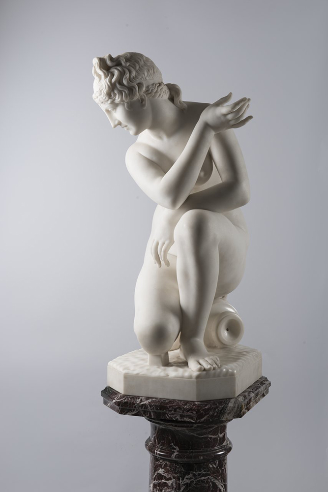 F. PAPUCCI: CROUCHING VENUS Second half of 19th century; Italy 89 cm Carrara marble. Signed on - Image 2 of 5