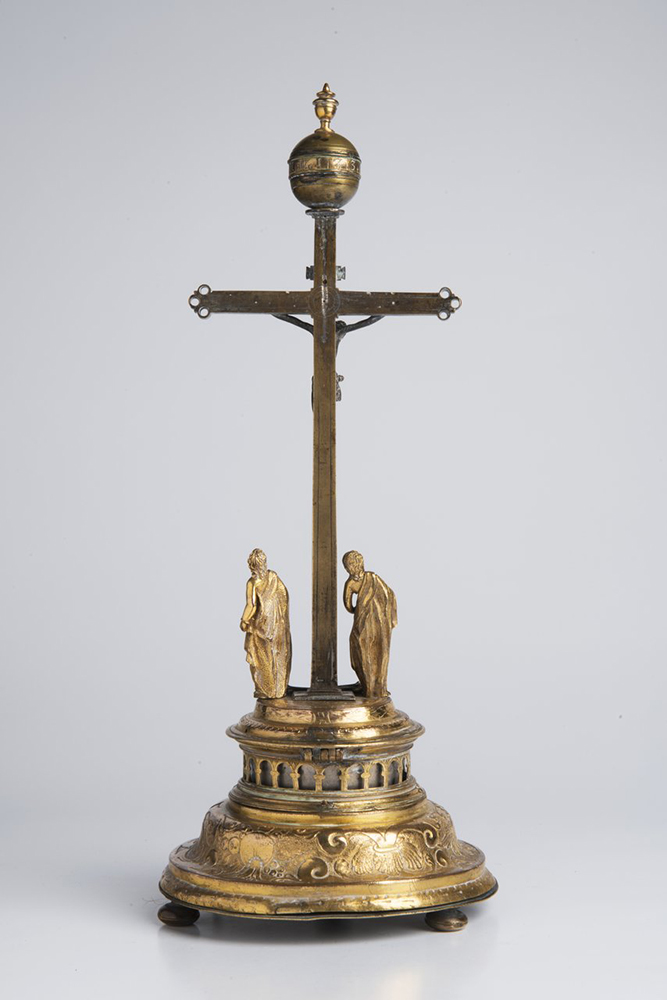 A CRUCIFIXION CLOCK 17th-18th century; Germany 39 cm Gold- and silver-plated brass. Rising from - Image 2 of 3