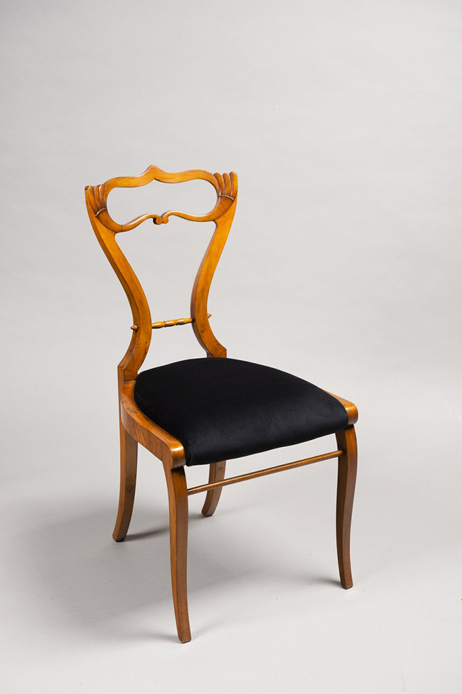 A SUITE OF BIEDERMEIER PERIOD FURNITURE 1830; Bohemia, Prague Walnut, new upholstery. Sofa: 102 x - Image 3 of 6