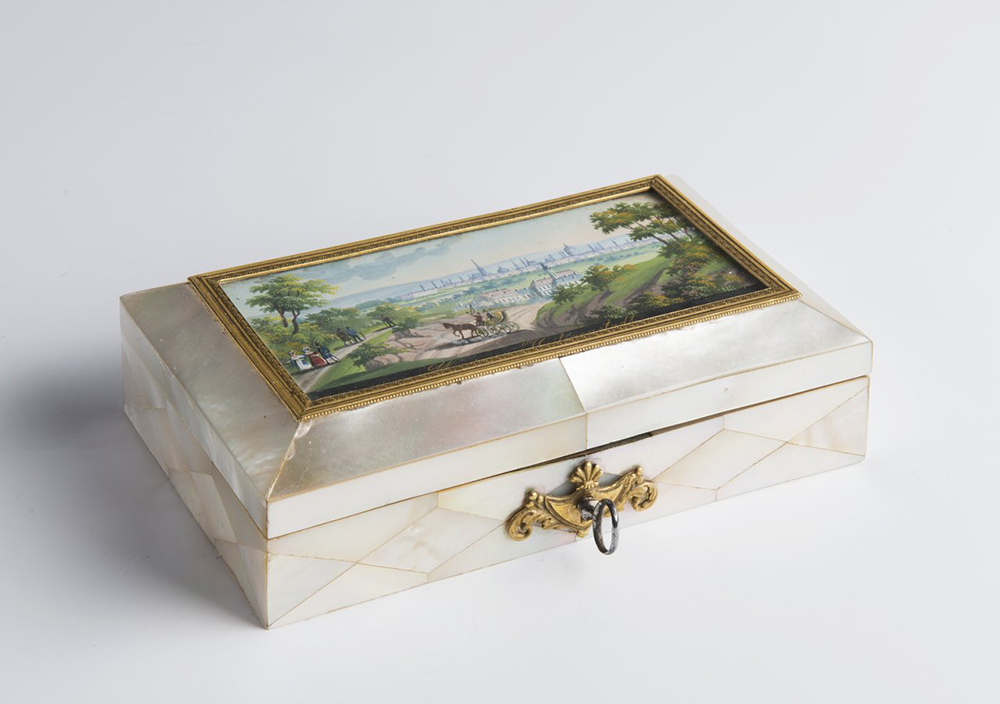 BALTHAZAR WIGAND (1771-1846): A SEWING NOTION BOX WITH A MINIATURE 4x13,5x8 cm Mother-of-pearl,