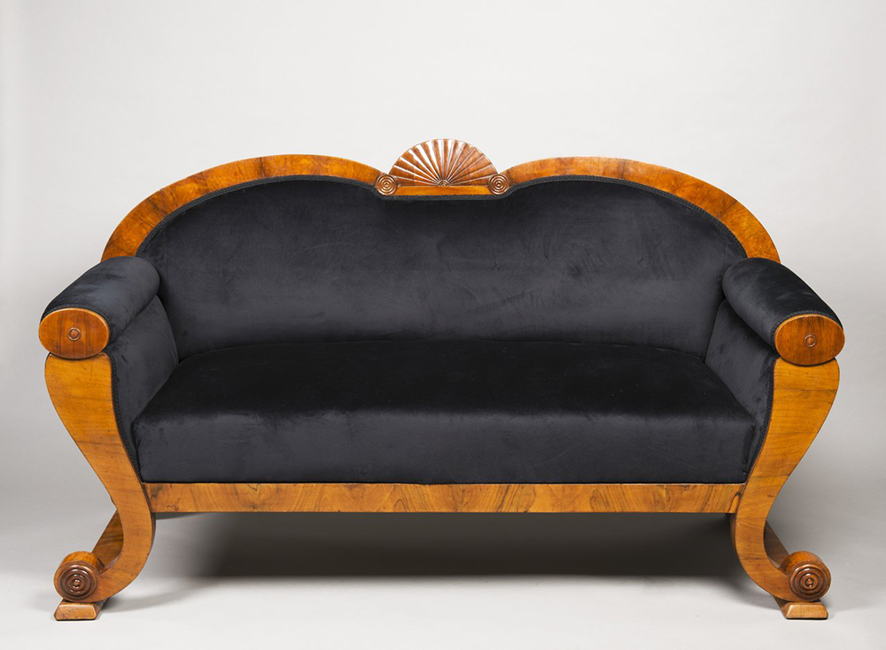 A SUITE OF BIEDERMEIER PERIOD FURNITURE 1830; Bohemia, Prague Walnut, new upholstery. Sofa: 102 x - Image 5 of 6