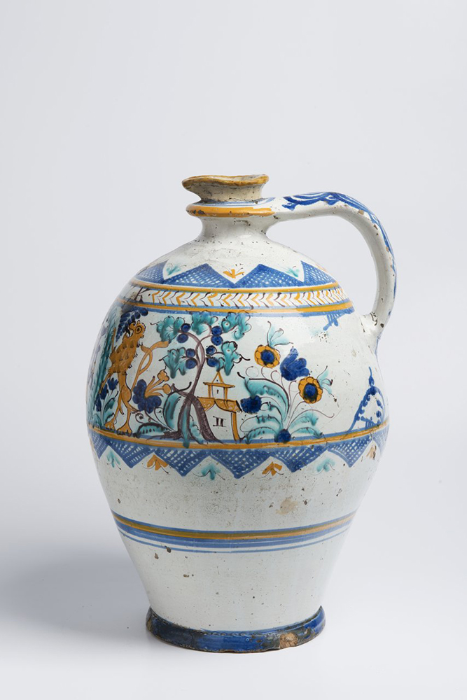 A POST-HABAN JUG OF THE GUILD OF COOPERS 45 cm Faïence, white glaze, painted in grand feu colors. A - Image 3 of 5