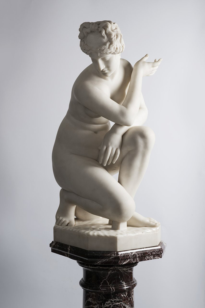 F. PAPUCCI: CROUCHING VENUS Second half of 19th century; Italy 89 cm Carrara marble. Signed on