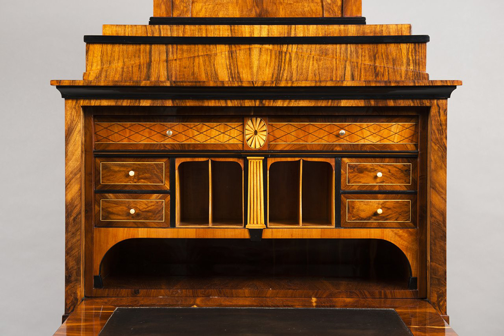 A BIEDERMEIER SECRETARY DESK Around 1825; Austria-Hungary, Vienna 167x79,5x44 cm Walnut, maple, - Image 3 of 6