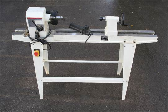 A little used AXMINSTER variable speed lathe with 3' bed 240v