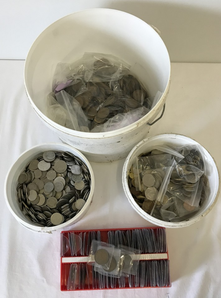 Lot 4 - 3 large tubs of British & world coins, Victoria onwards.