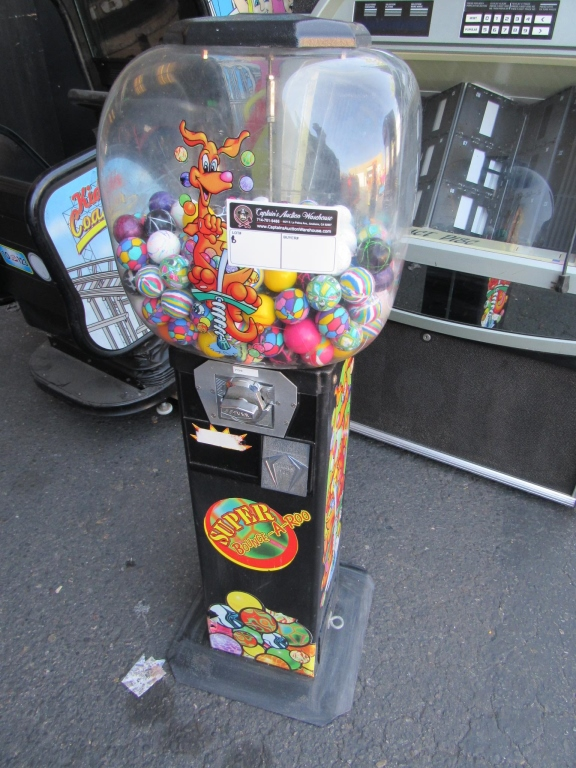 Lot 6 - SUPER BOUNCE-A-ROO BALL DISPENSER MACHINE