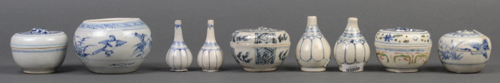 (lot of 9) Vietnamese blue-and-white small ceramic vessels: four cosmetic boxes; one jar; four
