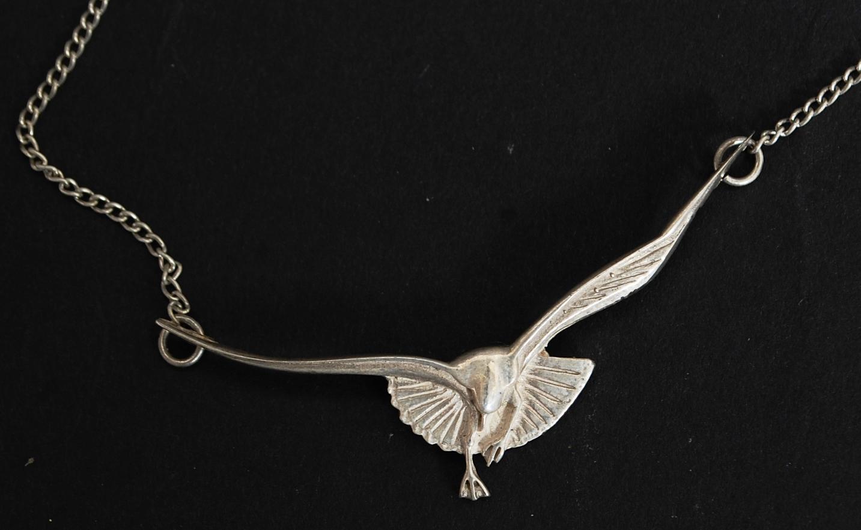 A silver ladies vintage 925 art nouveau seagull pendant and lot 50a a silver ladies vintage 925 art nouveau seagull pendant and necklace chain mozeypictures Images